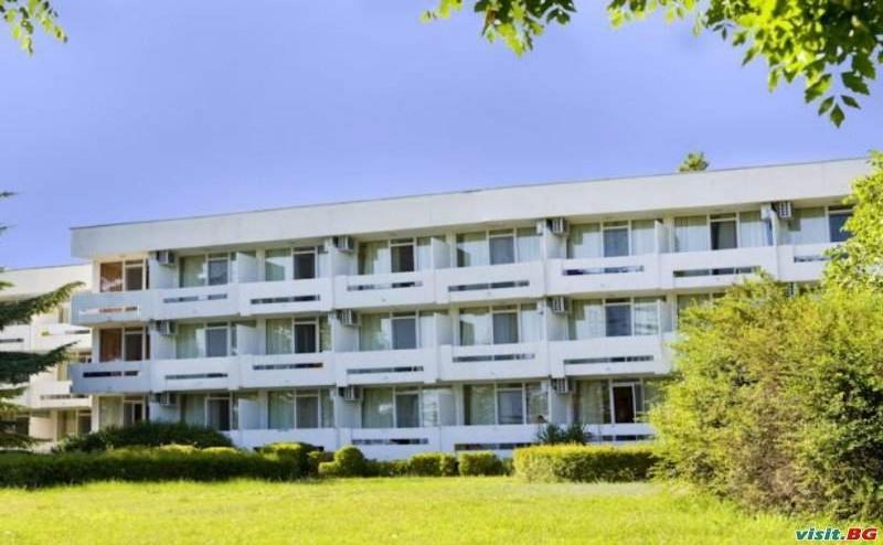 Ранни Записвания All Inclusive 2019 в <em>Албена</em>, до  08.07 с Чадър и Шезлонг на  Плажа от Хотел Панорама