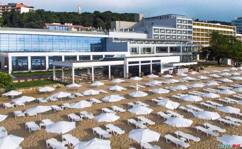 Топ Оферта с Чадър и Шезлонг на Плажа, Ultra All Inclusive до 02.07 в Грифид Енканто Бийч, Зл. Пясъци