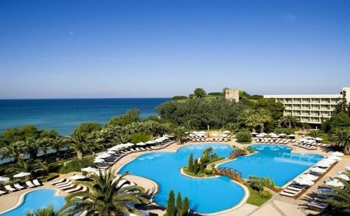 Ранни Записвания Гърция, 5 Дни за Двама Полупансион в Sani Beach