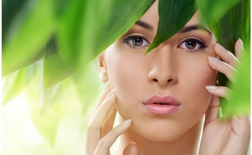 Безиглена Мезотерапия на Лице с Натурална Козметика на Glory + Лек Масаж в Студио за Красота Bellissima Donna!