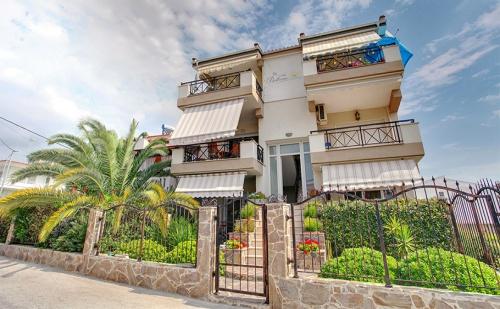 През Май и Юни в Гърция, на 50М. от Плажа! 3 или 5 Нощувки в Апартамент или във Фамилна Къща в Stayinn Keramoti Vacations Apartments, Керамоти!