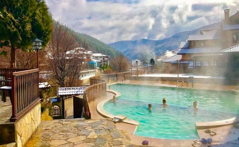 Почивка с Гореща Минерална Вода в Троянския Балкан. Нощувка, Закуска и Вечеря за Двама + Релакс Зона и Басейн в Хотел Алфаризорт Чифлика