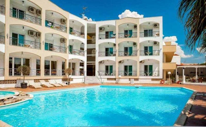 Flash Sales Оферта за Една Нощувка на човек със Закуска, на 100 Метра от Пясъчния Плаж на <em>Касандра</em> в Хотел Stavros Beach - Халкидики / 10.05.2019 - 06.06.2019