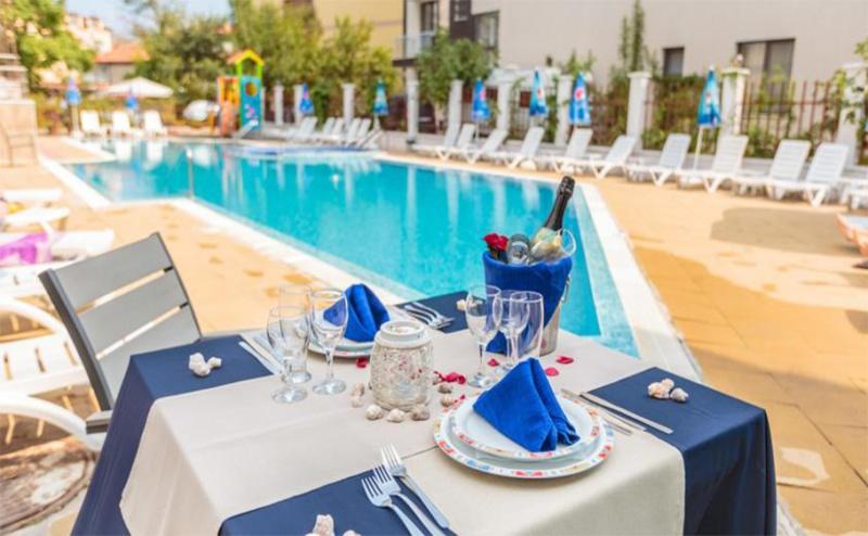 Майски Празници в <em>Созопол</em>! Две Нощувки със Закуски и Вечери + Тематичен Брънч, Сауна и Джакузи в Хотел Флагман!