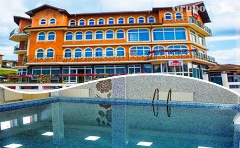 Нощувка на човек със Закуска и Вечеря + Басейн и Релакс Зона с Минерална Вода от Релакс Хотел Сарай до <em>Велинград</em>