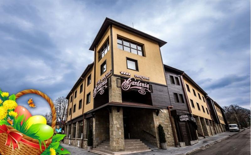 Великден в Парк Хотел Гардения****, Банско! Три Нощувки със Закуски и Вечери* + Спа Пакет, Великденски Подаръци и Фолклорна Програма!