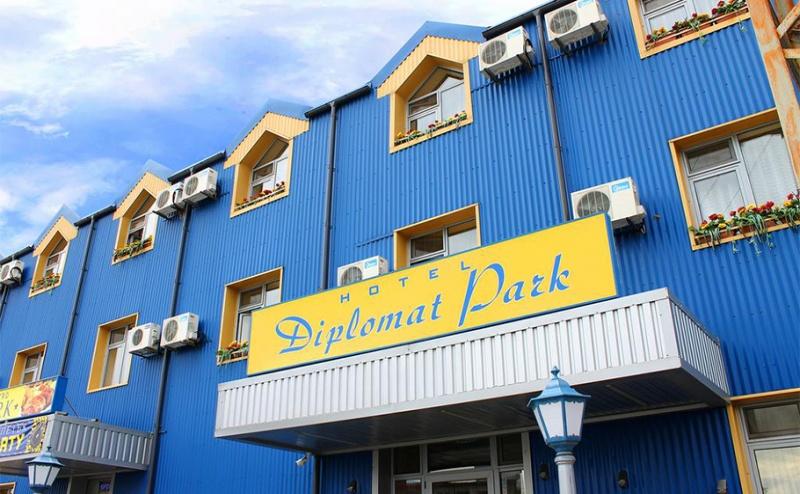 Великден в Луковит! Две Нощувки със Закуски и Вечери (Едната Празнична) + Спа Пакет и Разходка до Пещера проходна в Хотел Дипломат Парк!