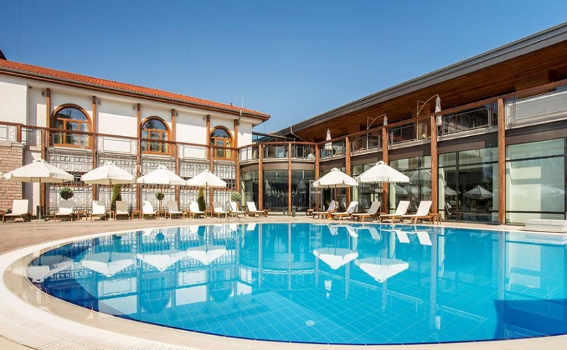 Делнична Пролетна Почивка в Каменград Хотел и Спа, Панагюрище! 2 или 3 Нощувки със Закуски и Вечери + Spa Inclusive Пакет с Минерална Вода!