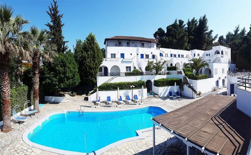 Великден в Криопиги, <em>Халкидики</em>, Гърция! 3 или 5 Нощувки със Закуски и Вечери + Басейн в Хотел Theo Bungalows 3*!