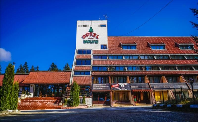 Почивка в <em>Боровец</em>! Нощувка със Закуска и Вечеря* + Сауна в Хотел Мура 3*!