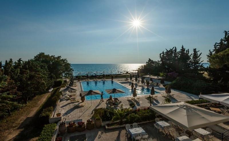 Ранни Записвания Гърция, 5 Дни за Двама Полупансион в Kassandra Mare Hotel