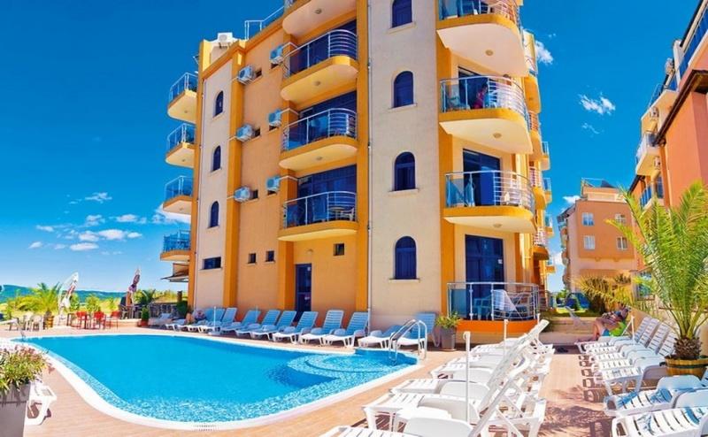 На 50 м. от плажа нощувка със закуска или със закуска и вечеря в хотел Пенелопе***, Приморско