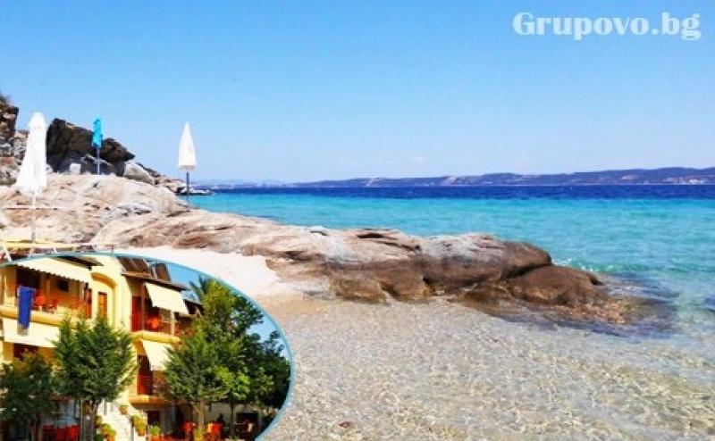 Цяло Лято на Остров Амулиани, Гърция! Нощувка със Закуска за Двама, Трима или Четирима в Хотел Gallery