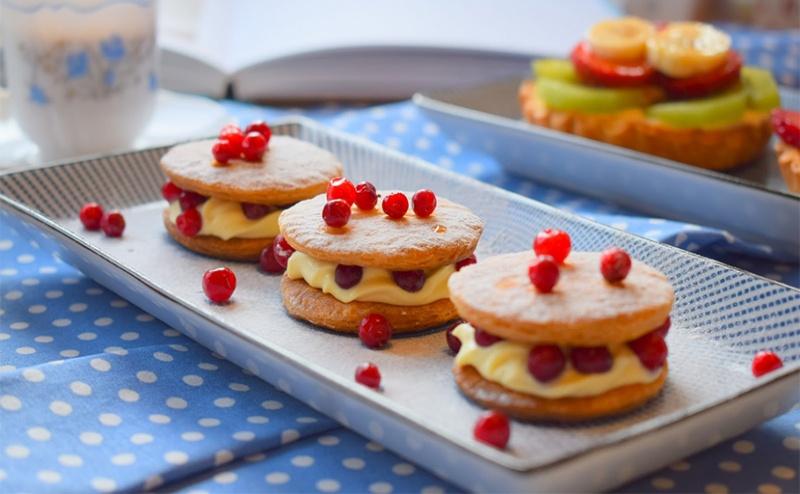 За Най-Сладките Моменти! 30Бр., Тарталети с Горски Плодове, Кокос и Течен Шоколад от H&d Catering!