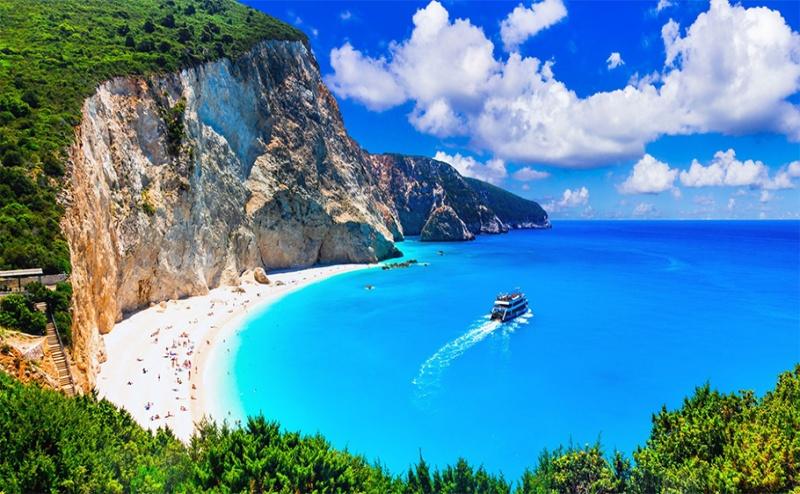 Ранни Записвания за 5-Дневна Автобусна Екскурзия до о-в <em>Лефкада</em> през Май! 3 Нощувки със Закуски в Хотел 2/3* + Посещение на Плажът Агиос Йоанис с Далла Турс!