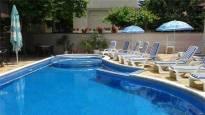 Нощувка и ползване на басейн от Април до края на Август в хотел Пешев, Несебър