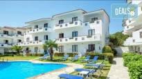 Почивка през май или юни в Dolphin Beach Hotel 3*, Халкидики, Гърция! 3 нощувки със закуски и вечери